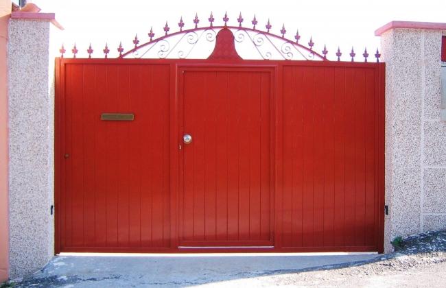 Sliding doors for farms