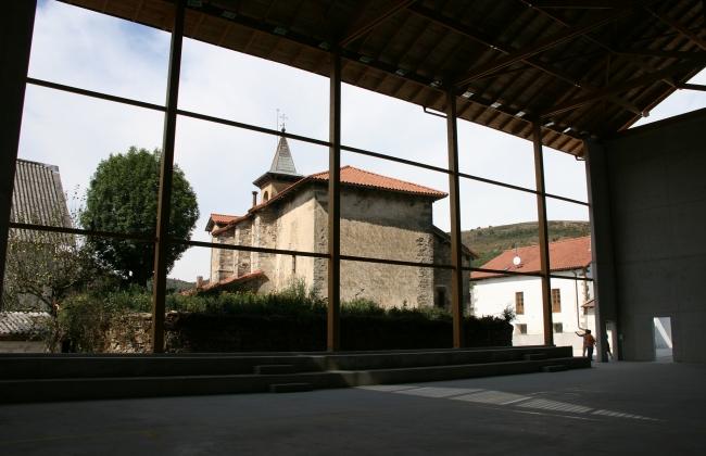 Fronton wood roof construction in Biskarreta - Guerendiain (Navarre).